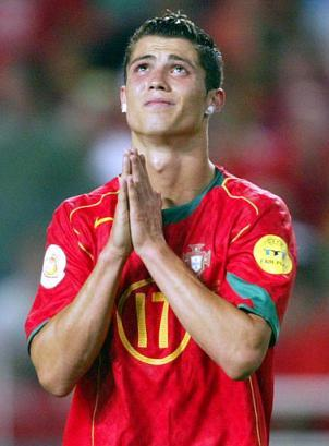 http://imadivaprincess.files.wordpress.com/2008/12/new-cristiano-ronaldo.jpg