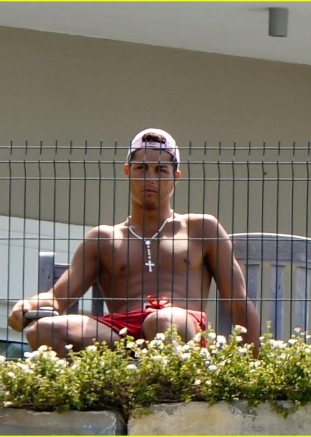 cristiano-ronaldo-behind-bars-09